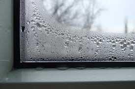 некачественные окна - запотело окно